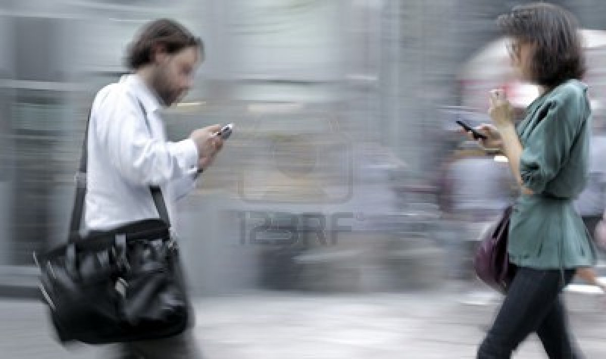 walking-with-phones